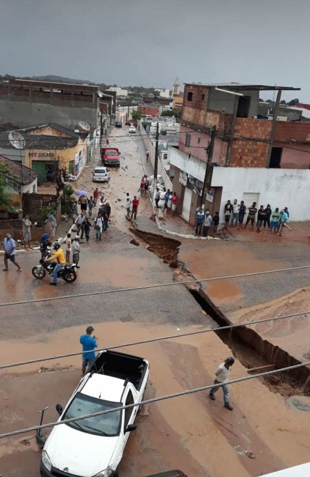 Choveu forte em alguns municípios de Pernambuco nesta segunda-feira (26)