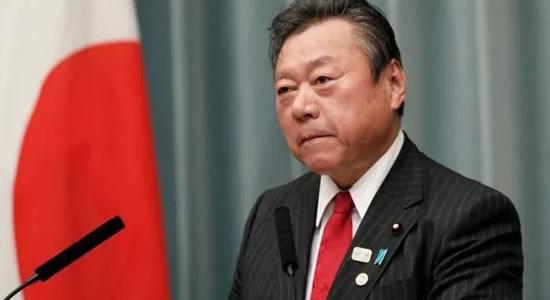 Ministro japonês de Cibersegurança admite que nunca ligou um computador na vida