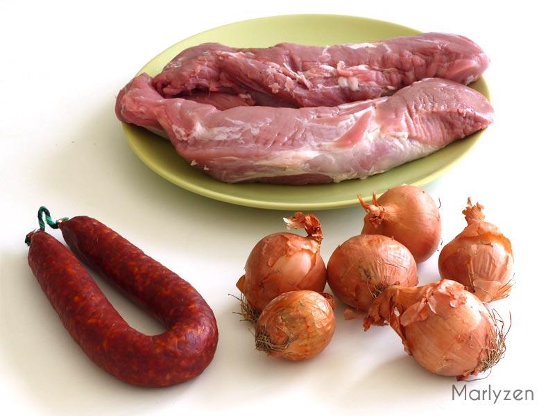 Porc, oignons et chorizo.