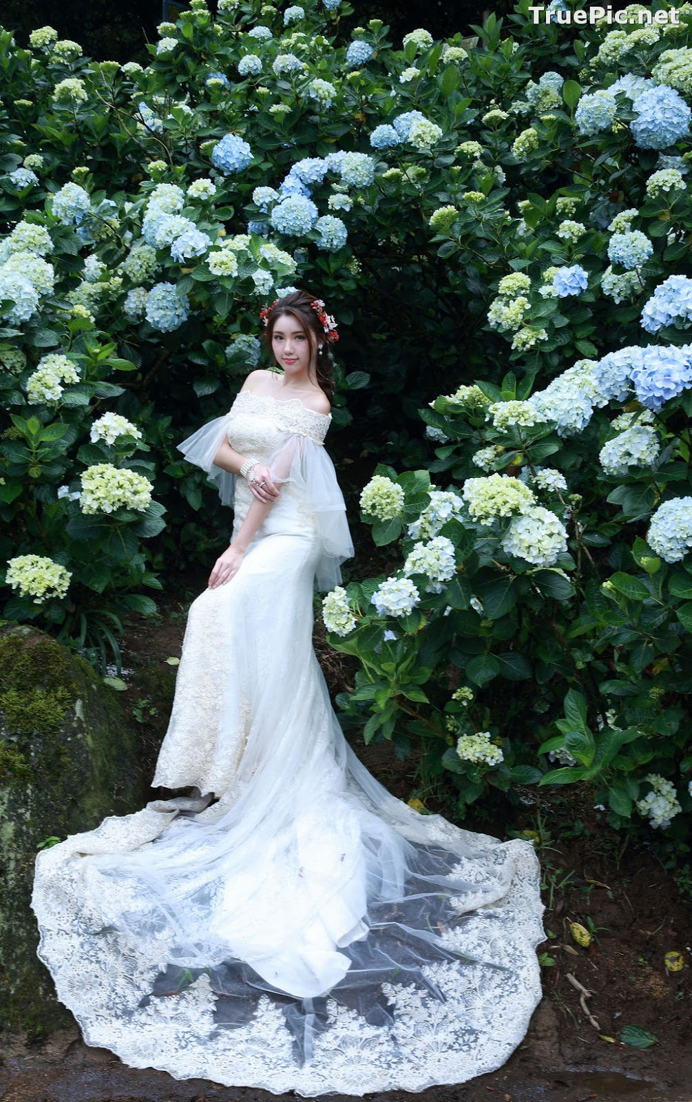 Image Taiwanese Model - 張倫甄 - Beautiful Bride and Hydrangea Flowers - TruePic.net - Picture-9
