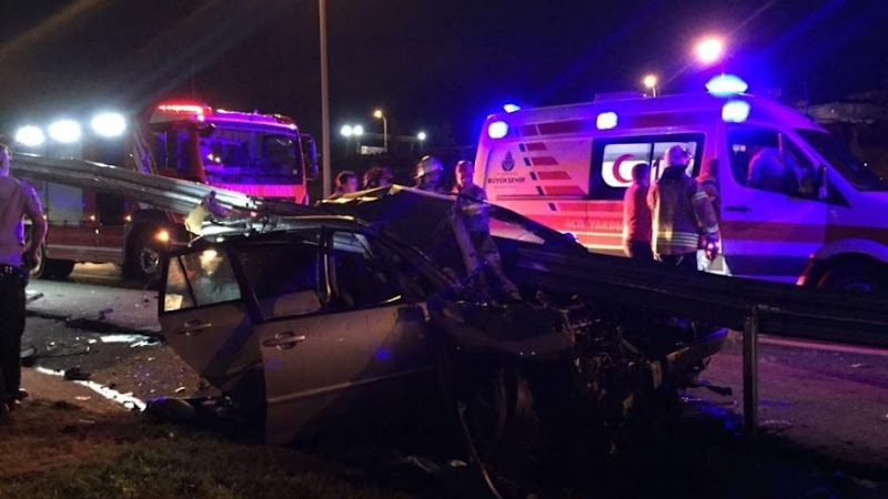 Bariyere saplanan otomobilde feci son: Anne ve bebeği öldü