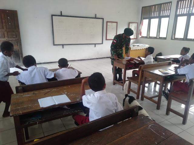 Gencar Ajar Siswa, Satgas Yonif 413 Bremoro Komitmen Cerdaskan Tunas Papua