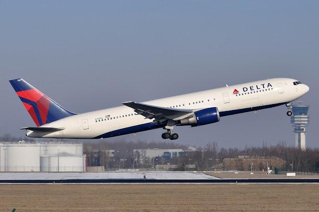delta boeing 767-300er takeoff