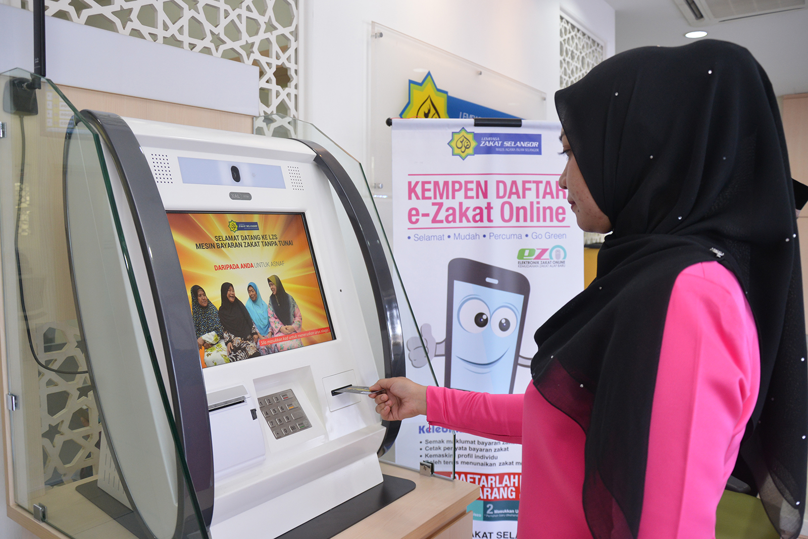Kemudahan Bayaran Zakat Melalui ATM dan Cashless Machine LZS