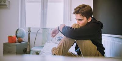 Adolescente con bajo estado de ánimo