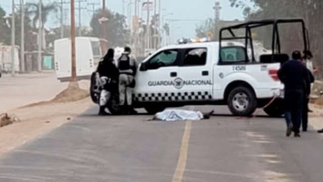 Sicarios atropellan con su camioneta a El Popeye, momentos después descienden le dan 20 balazos y le pasan nuevamente al cuerpo por encima
