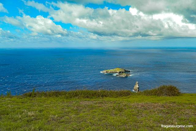 Ilha de Páscoa: as ilhas sagradas do povo Rapa Nui vistas da vila cerimonial de Orongo