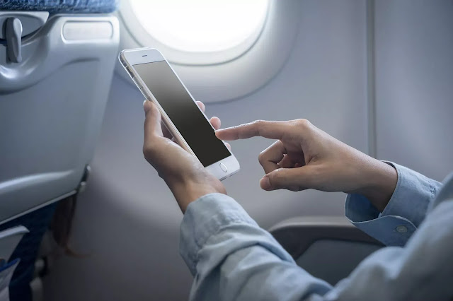 Mengapa Harus Mematikan Perangkat Elektronik di Pesawat