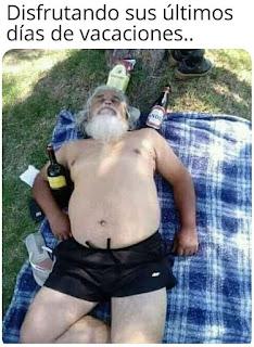 Papa Noel último día canciones tumbado tomando el sol