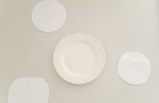 how to hang plates on the wall & Easy Low-Cost Way to Hang Plates on the Wall | DIY beautify