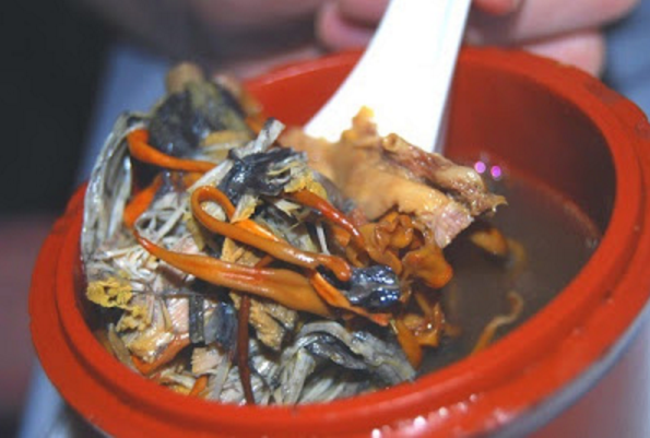 Tradisi Makan Tali Pusat Bayi
