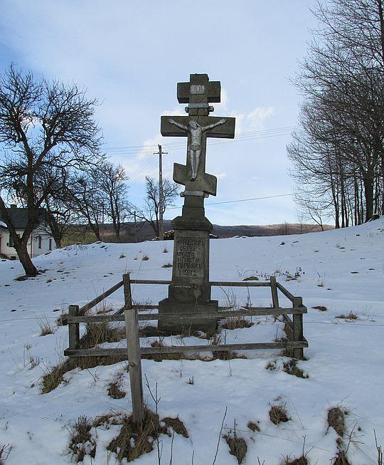 Kamienny krzyż z 1912 roku, ufundowany przez Ignacego Horbala.