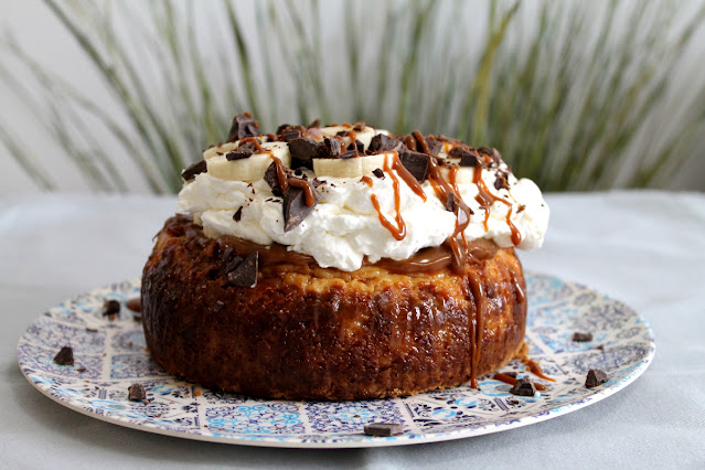 Banoffee cheesecake o tarta de queso con dulce de leche y plátano