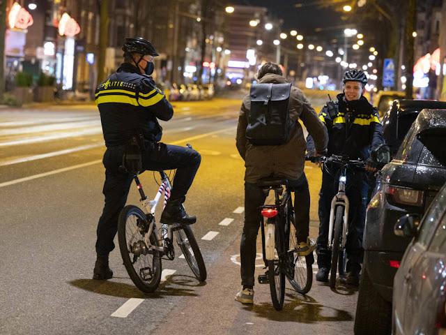الشرطة الهولندية تصدر أكثر من 3600 غرامة لخرق حظر التجوال