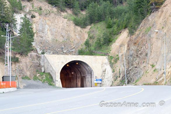 Trabzon ve Gümüşhane'yi bağlayan Zigana Tüneli