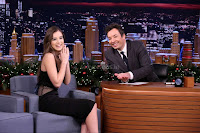 Hailee-Steinfeld-on-The-Tonight-Show-Starring-Jimmy-Fall_008-sexycelebs.in.jpg