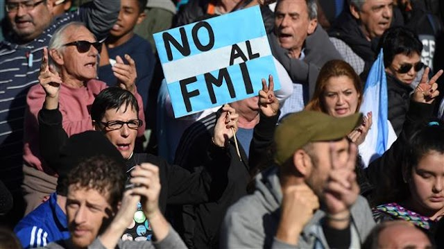 Argentines demonstrate against return to IMF loans