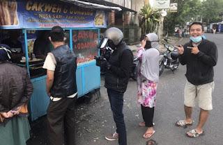 Gara-gara Viral, Pembeli Odading Mang Oleh Sudah Mengular Sejak Pagi