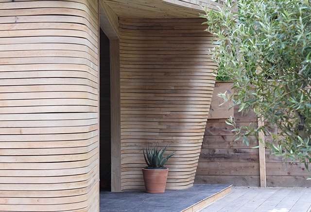 Shedworking Tom Raffield 39 S Steam Bent Garden Office At Chelsea Flower Show