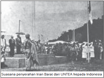 Pelaksanaan Pepera - Suasana penyerahan Irian Barat dari UNTEA kepada Indonesia.png