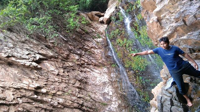 Gudguda waterfall is the best picnic spot of sambalpur District