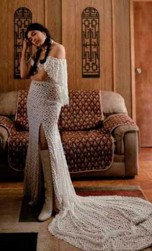Vestido de noiva com fenda e cauda