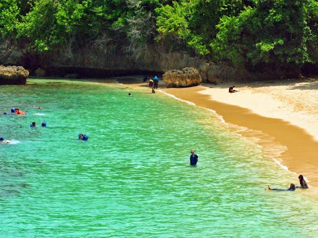 Destinasi Wisata Pantai 3 Warna Malang