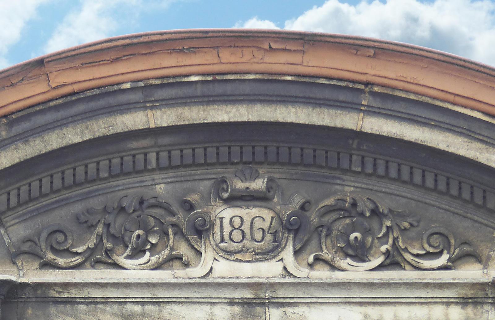 1864 - Fronton du Monastère des Bénédictines de Tourcoing.