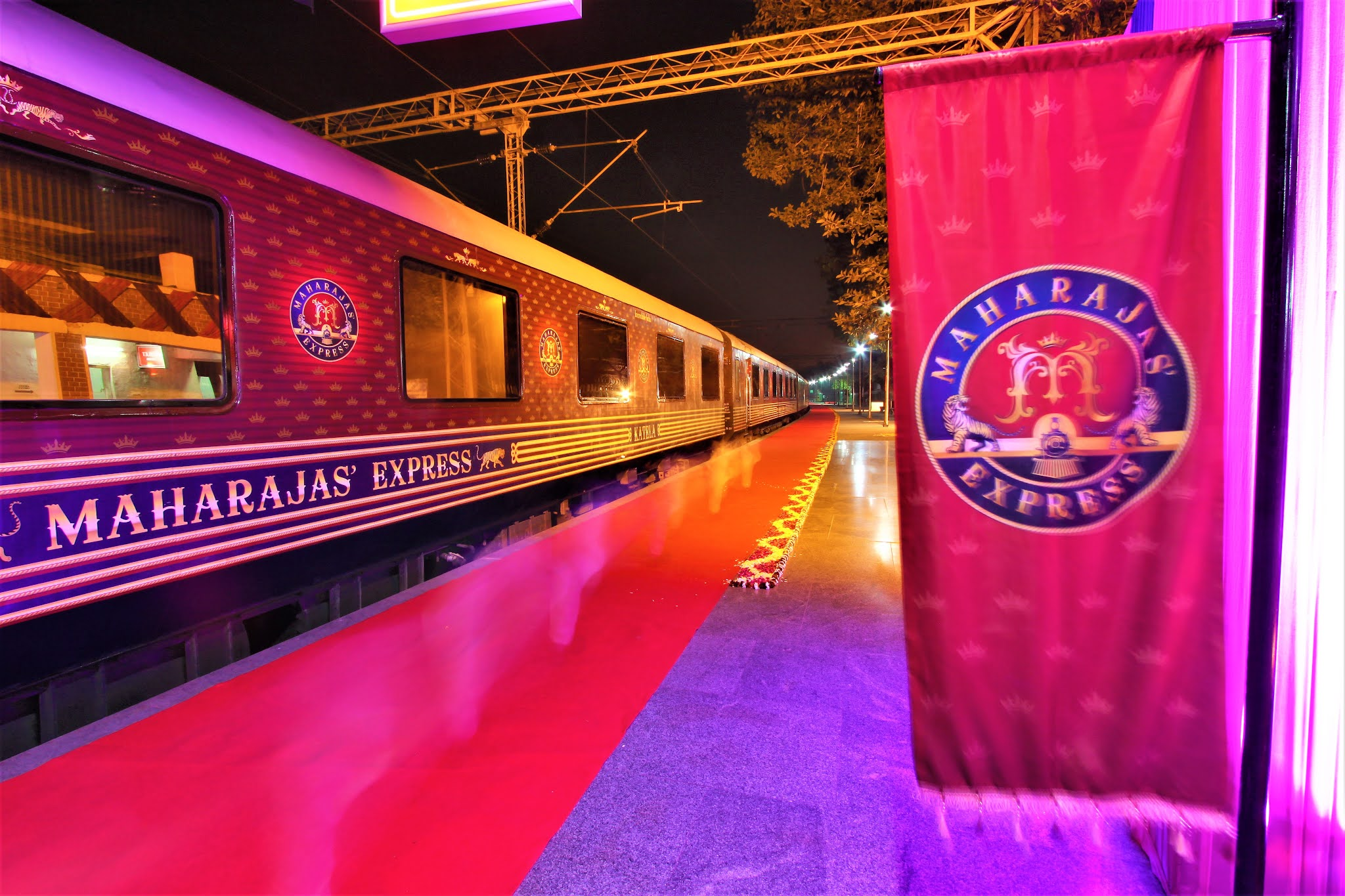 LUXURY TRAINS - MAHARAJAS' EXPRESS