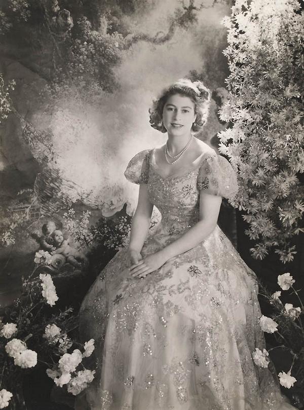 Queen Elizabeth 60 Years On The Throne  Vintage Everyday-7214