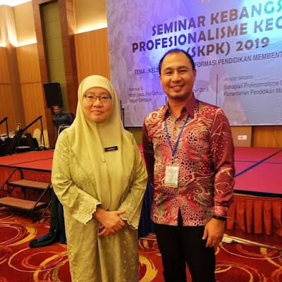 Bersama Dr Habibah binti Abdul Rahim, Timbalan Ketua Pengarah Pendidikan Malaysia (Dasar dan Kurikulum)