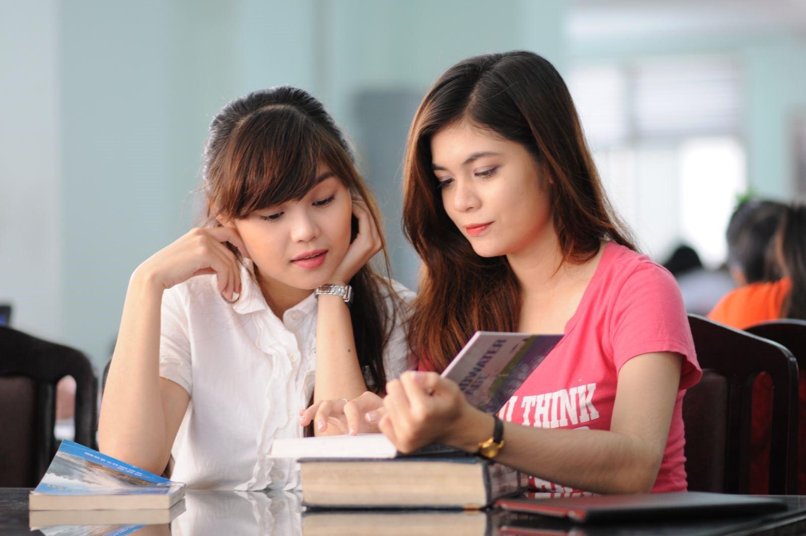 Học sinh có thể tự học tiếng anh, học theo nhóm hay học tại các trung tâm