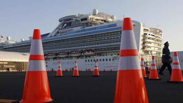 11 Penumpang Tua Diturunkan dari Kapal Pesiar yang Dikarantina di Jepang