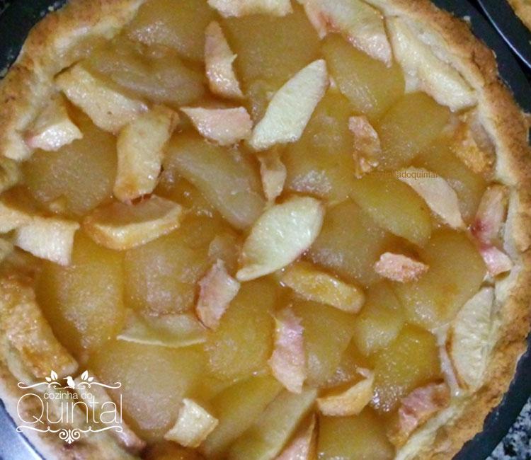 Pêssego sem pele, picado e colocado sobre as maçãs, ficou divino... A próxima vou fazer só com pêssegos =)