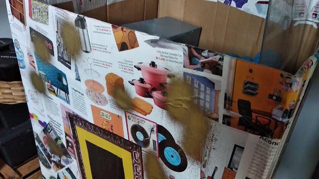 Caixa organizadora de papelão decorada com revistas velhas