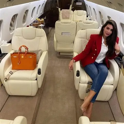 Yasmine Sabry in her private plane, with a view of more than 12817 dollars !!