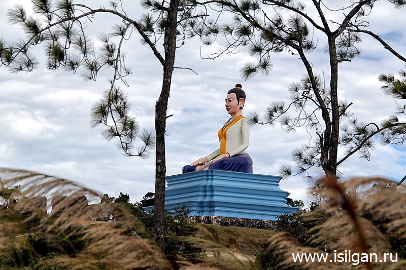 Pamjatnik-Lok-Yeay-Jeaj-Mao-Nacionalnyj-park-Bokor-Kambodzha-Cambodia