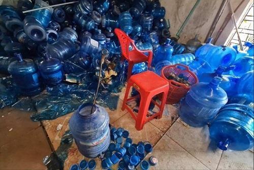 Chủ cơ sở sản xuất nước 'tinh khiết' từ nước thải: 'Do máy bơm nước ngầm bị hỏng'