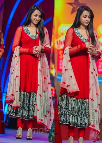 a39715127c South Indian actress Trisha wearing bright tomato red anarkali kameez with  long sleeves and contrast black and cream color thread leaf patterned work  heavy ...