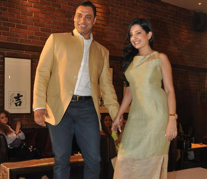 Shoaib-Akhtar-38-ties-knot-with-20-year-old