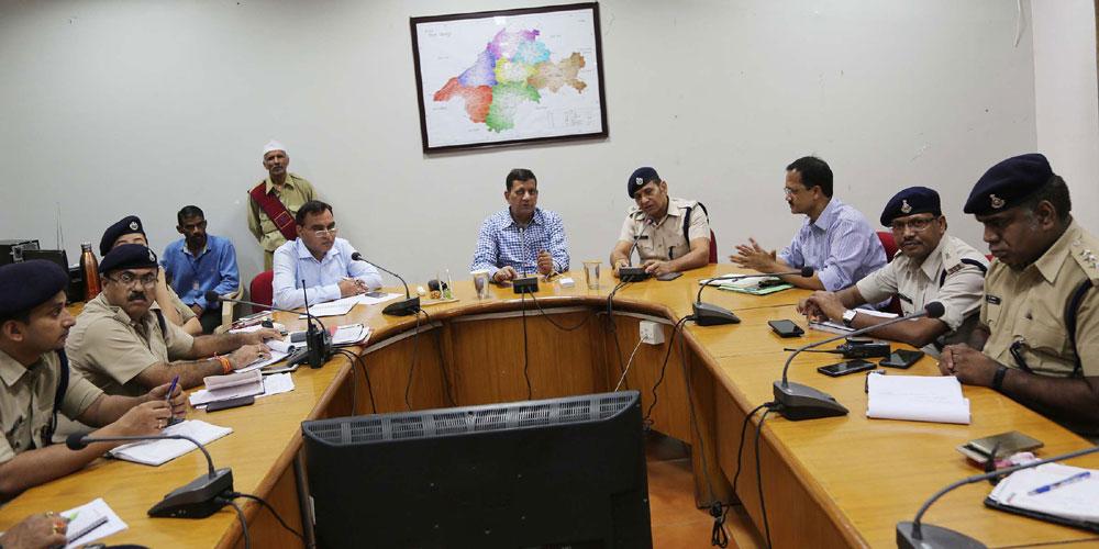 प्रशासनिक एवं पुलिस अधिकारियों की संयुक्त बैठक में कलेक्टर के निर्देश-Collector-instructions-in-the-joint-meeting-of-the-administrative-and-police-officers-
