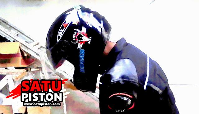 Iseng Modif Helm Cargloss Bawaan Motor Yamaha
