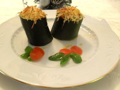 Calabacines rellenos de carne y huevo duro con sofrito y bechamel