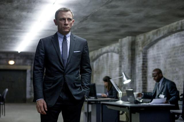 """""""Bond 25"""" tem estreia adiada em 2 meses"""