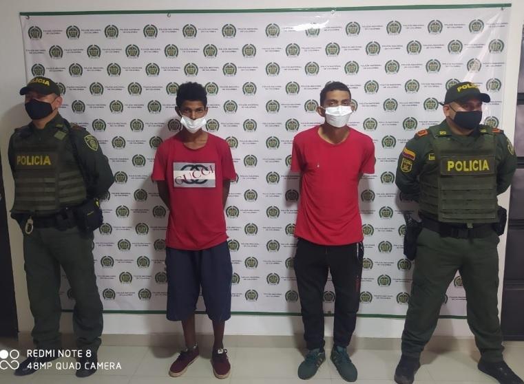 https://www.notasrosas.com/Policía Cesar captura dos extranjeros por homicidio de un polizón, que viajaba con ellos en un camión