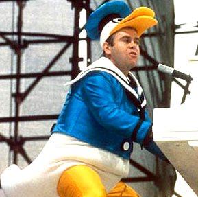 Foto de Elton John con disfraz