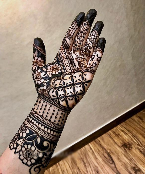 Traditional Style Mehndi front Hand