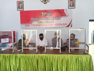 Warga Geruduk Balai Desa Pisang, Kecamatan Patianrowo