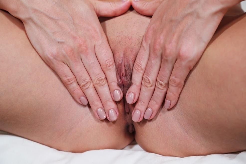 4990097104 [Sex-Art] Leyla Lee - Keep Calm