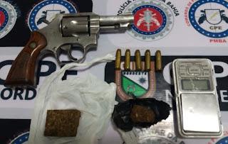 POLÍCIA APREENDE ARMA DE FOGO, DROGAS E BALANÇA DE PRECISÃO, NA ZONA RURAL DE CANSANÇÃO/BA